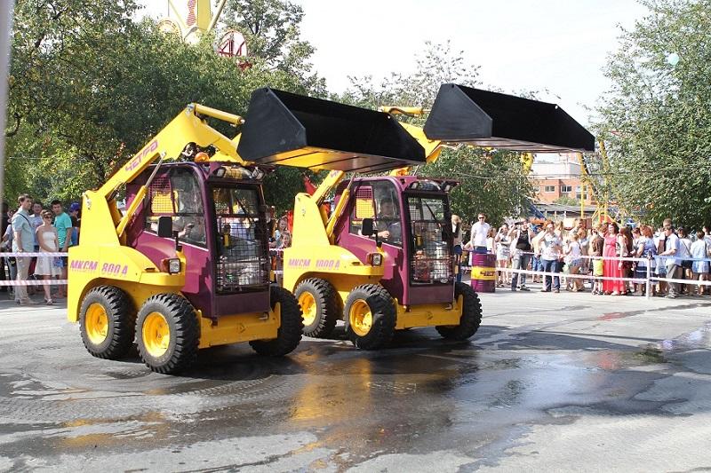 Компания «ЧЕТРА-Промышленные машины» приняла участие в грандиозном празднике – Дне строителя, отмечавшемся 9 августа в Екатеринбурге в Центральном парке культуры и отдыха имени В.В. Маяковского.
